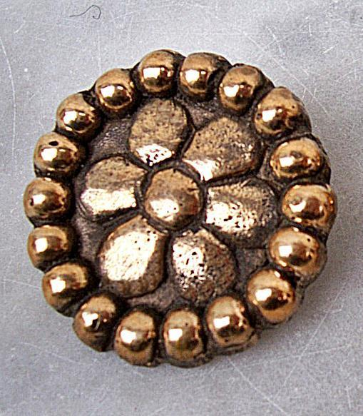 Disc brooch out of bronze - pair