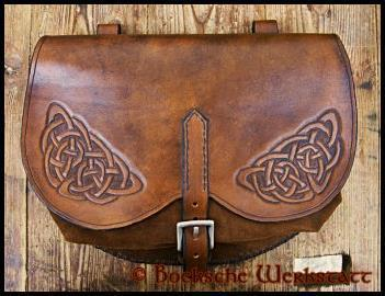 Belt pouch with carving