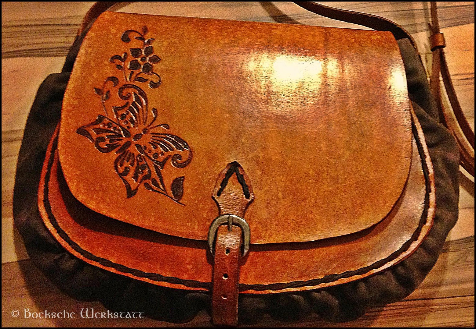 leatherbag with carving