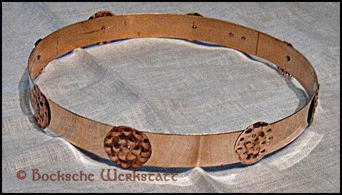 Circlet out of bronze decorated